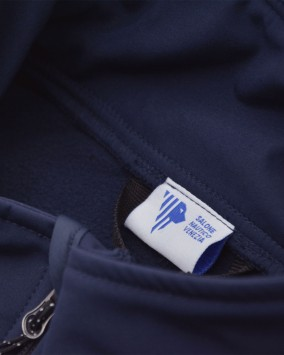 Gilet softshell dettaglio etichetta