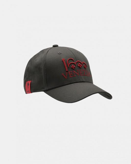 Cappello grigio scuro logo Venezia 1600 rosso fronte